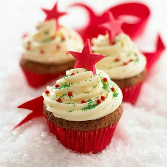 43 Cute and Creative Christmas Cupcake Ideas